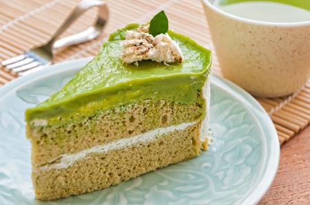 http://previews.123rf.com/images/amawasri/amawasri1502/amawasri150200030/36599141-Japanese-Matcha-Green-tea-cake-tea-and-cake-Stock-Photo.jpg